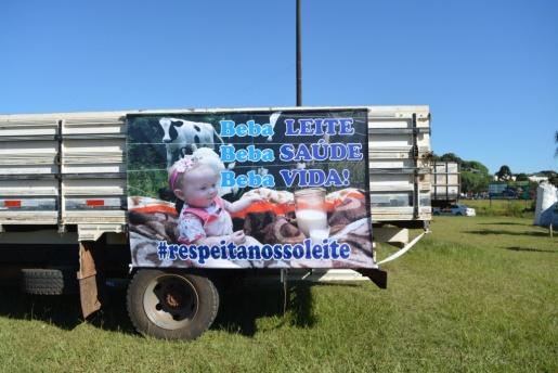 Produtores de leite se manifestam pela valorização do produto