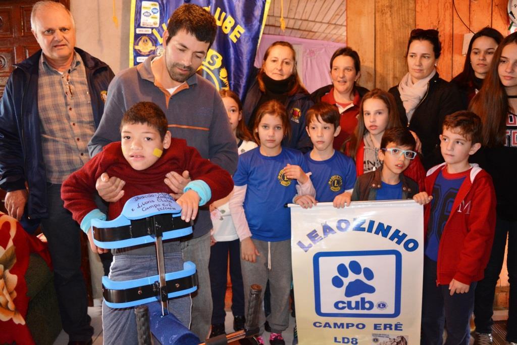Lions Clube e Clube do Leãozinho fazem entrega de Andador Transfer Expansão