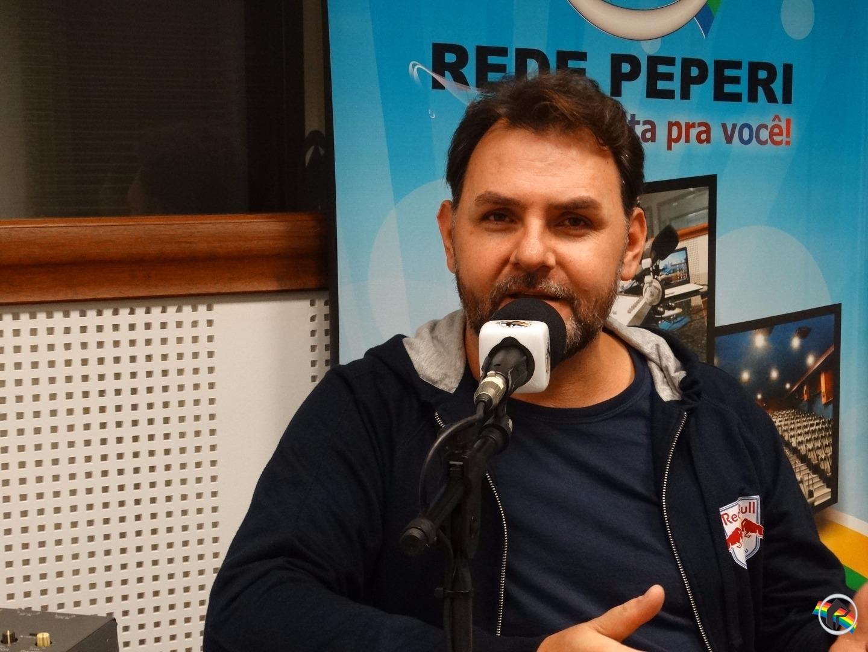 Humorista Lucas Pereira participa do programa Conversa Legal