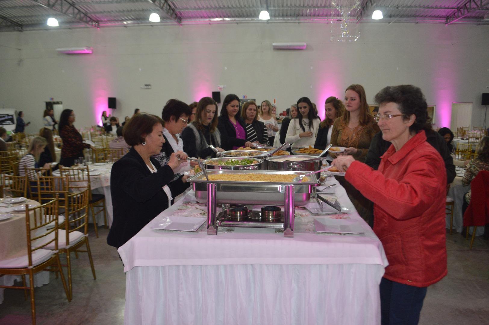 Cerca de 280 mulheres participam do Encontro de Damas