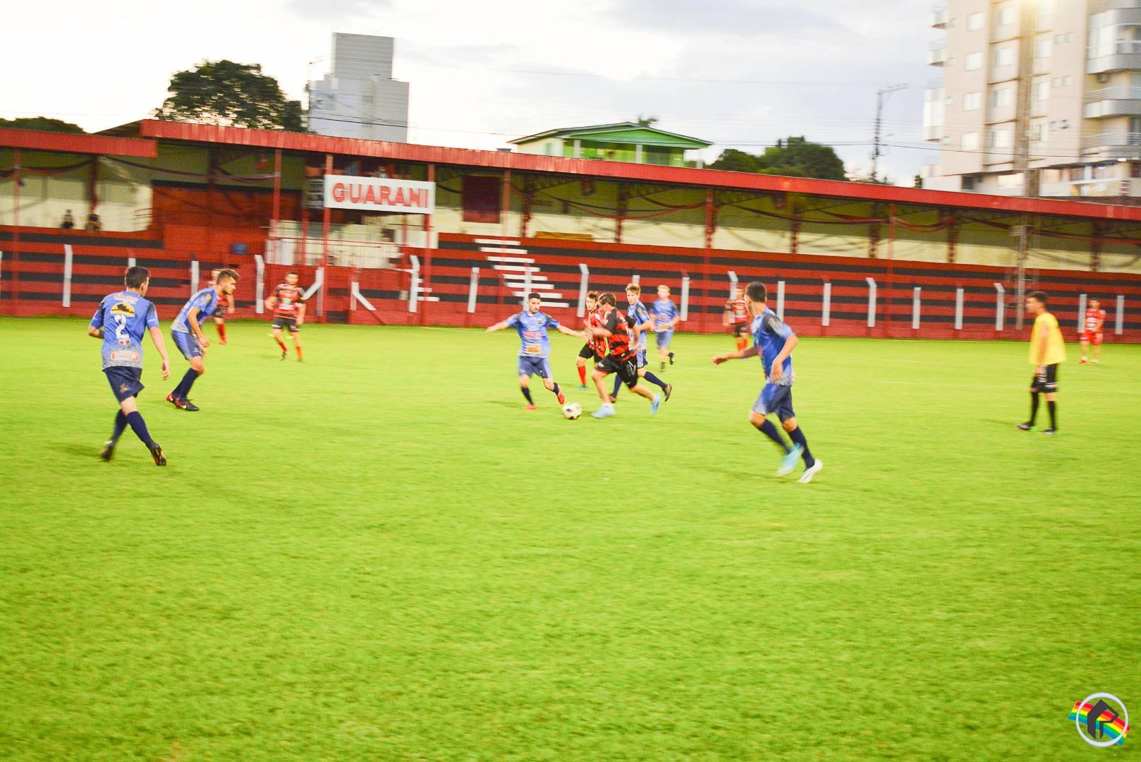 Guarani realiza treino contra jovens atletas de Chapecó