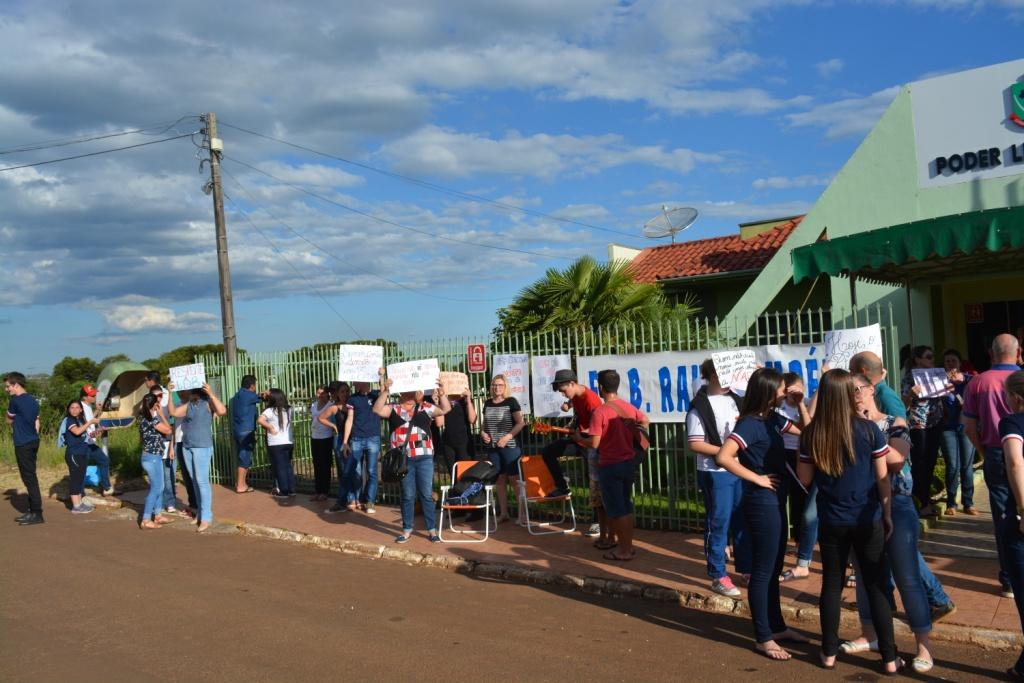 Escolas estaduais de campo Erê se mobilizam na câmara de vereadores