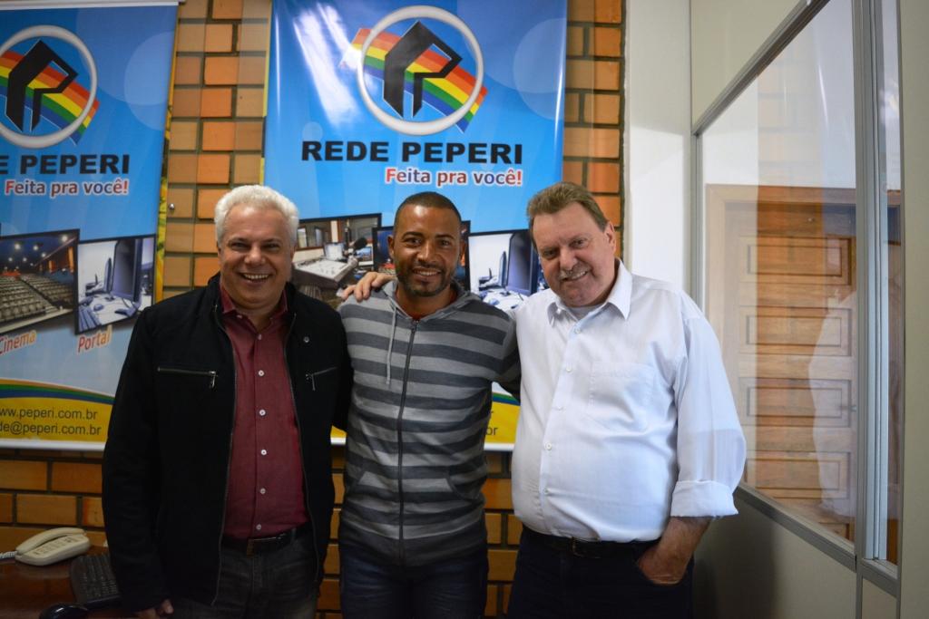 Campeão do Mundo pelo Internacional visita a Rádio Atalaia