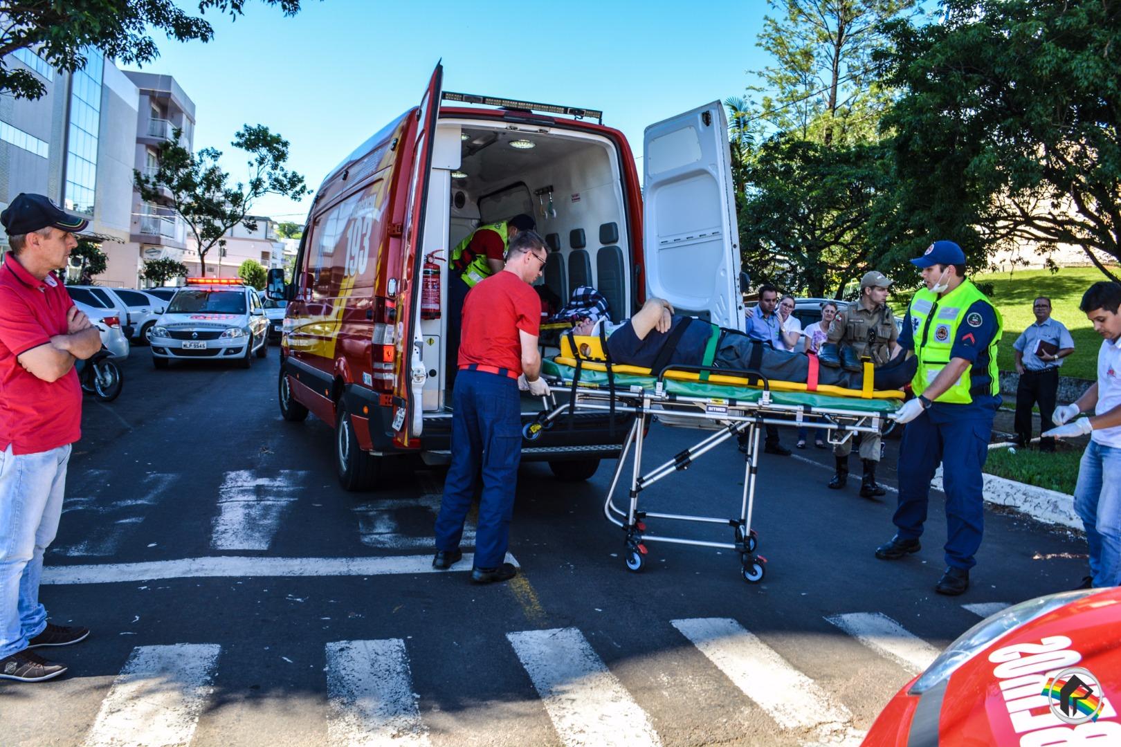 Idoso fica ferido em atropelamento no centro de São Miguel do Oeste
