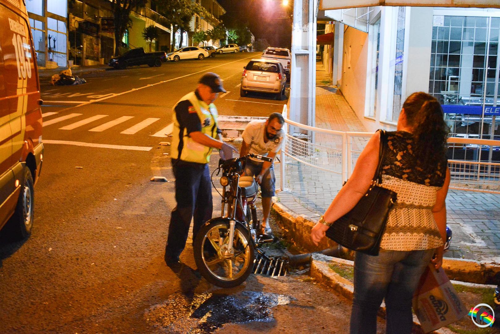 Adolescente sofre ferimentos em queda de ciclomotor