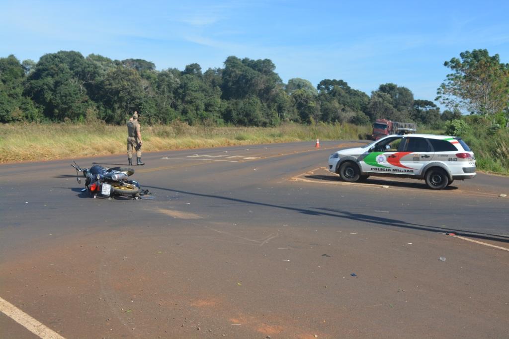 Motociclista fica ferido em colisão com caminhonete