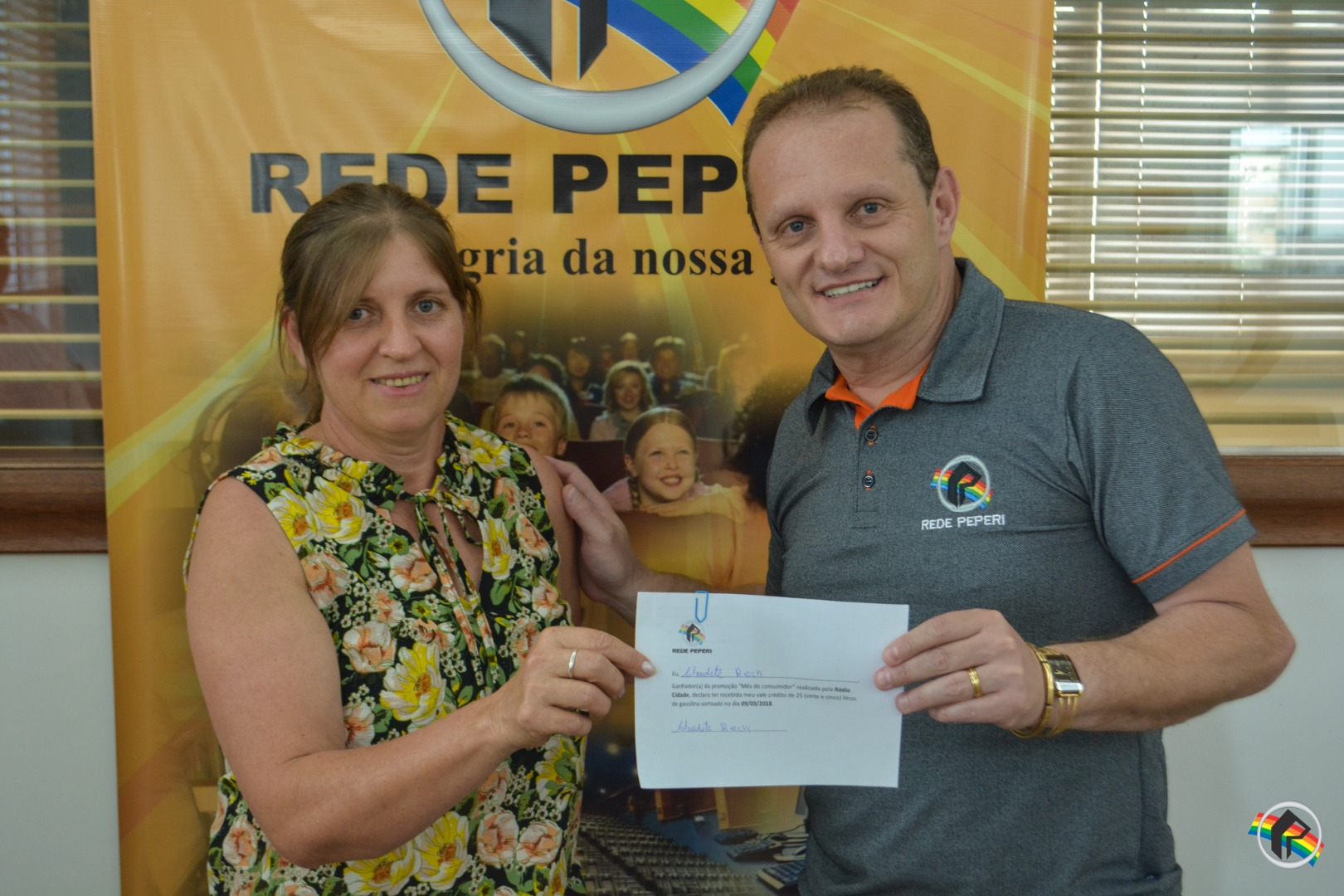 Ganhadores da promoção Mês do Consumidor retiram prêmio na Peperi