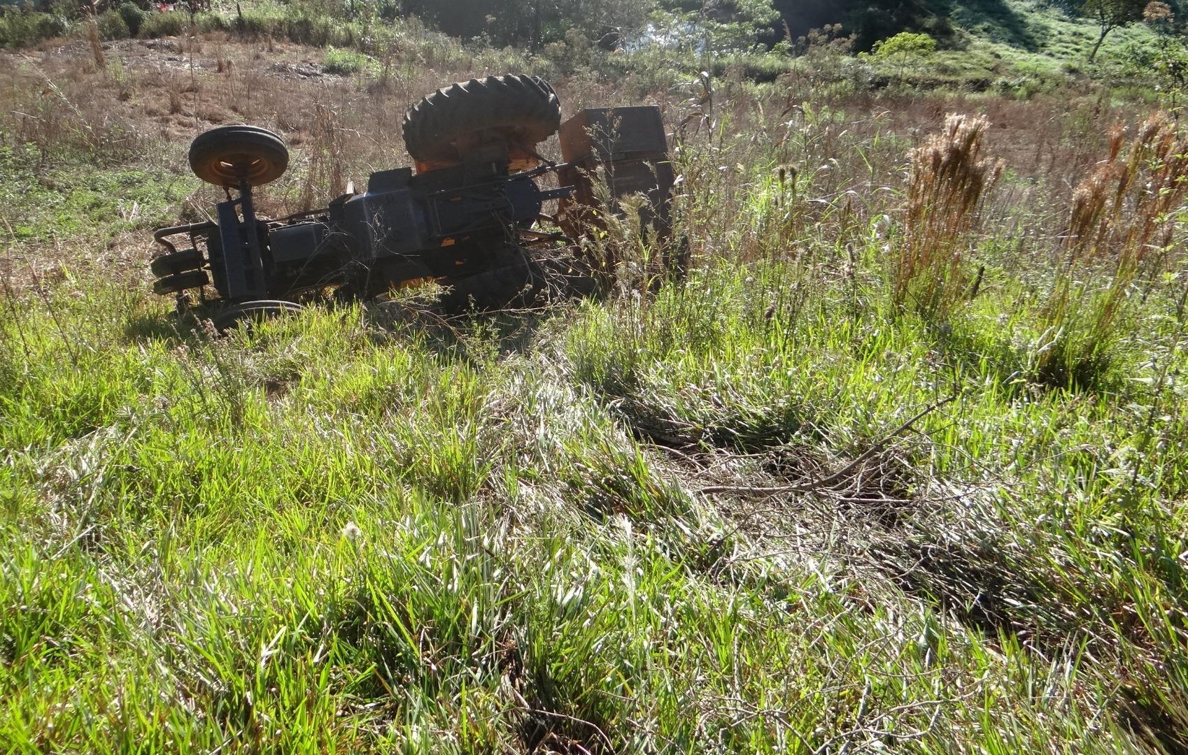 Agricultor ferido em capotamento de trator no interior de Iporã do Oeste