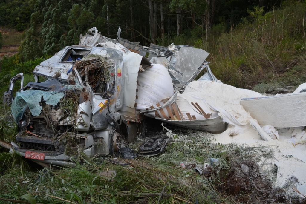 Acidente na SC 305 deixa duas pessoas feridas