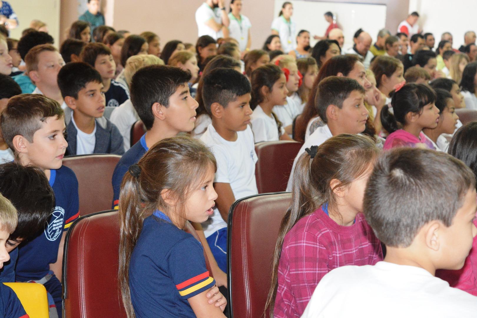 Escola promove mais uma edição da Feira do Livro