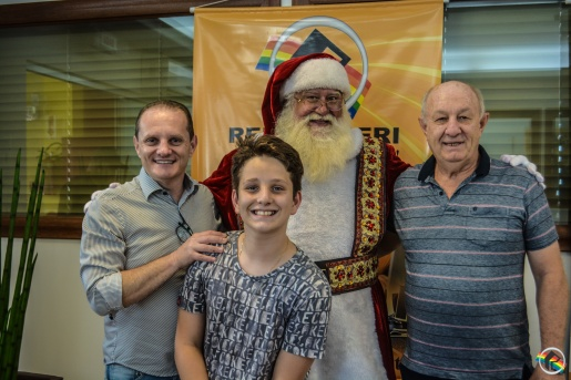 Markar e APAS realizam almoço beneficente com o Papai Noel do Brasil