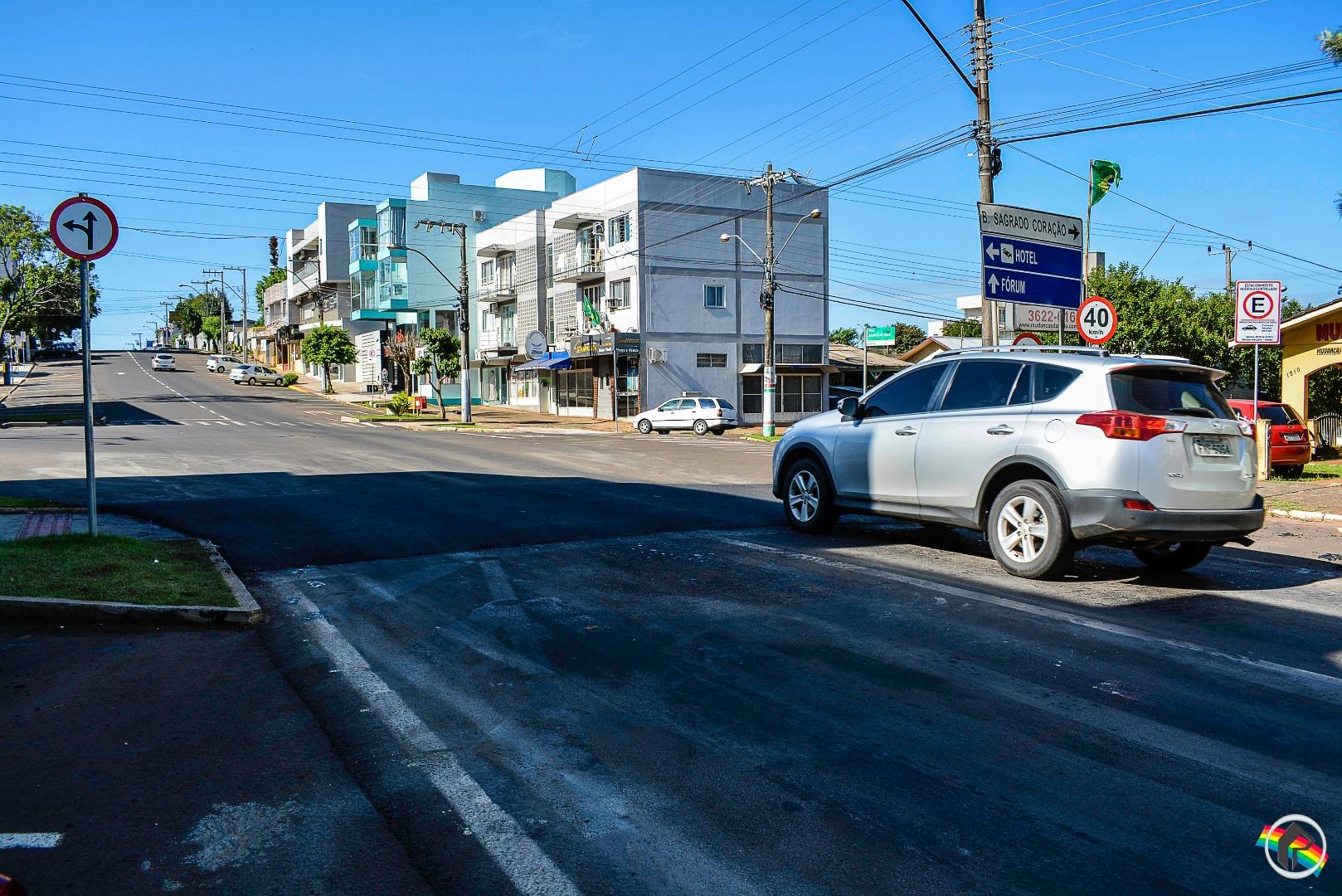 Demutran instala faixas de elevação em ruas de mão única