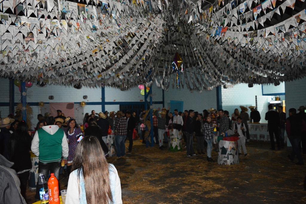 Bombeiros comunitários promovem festa junina
