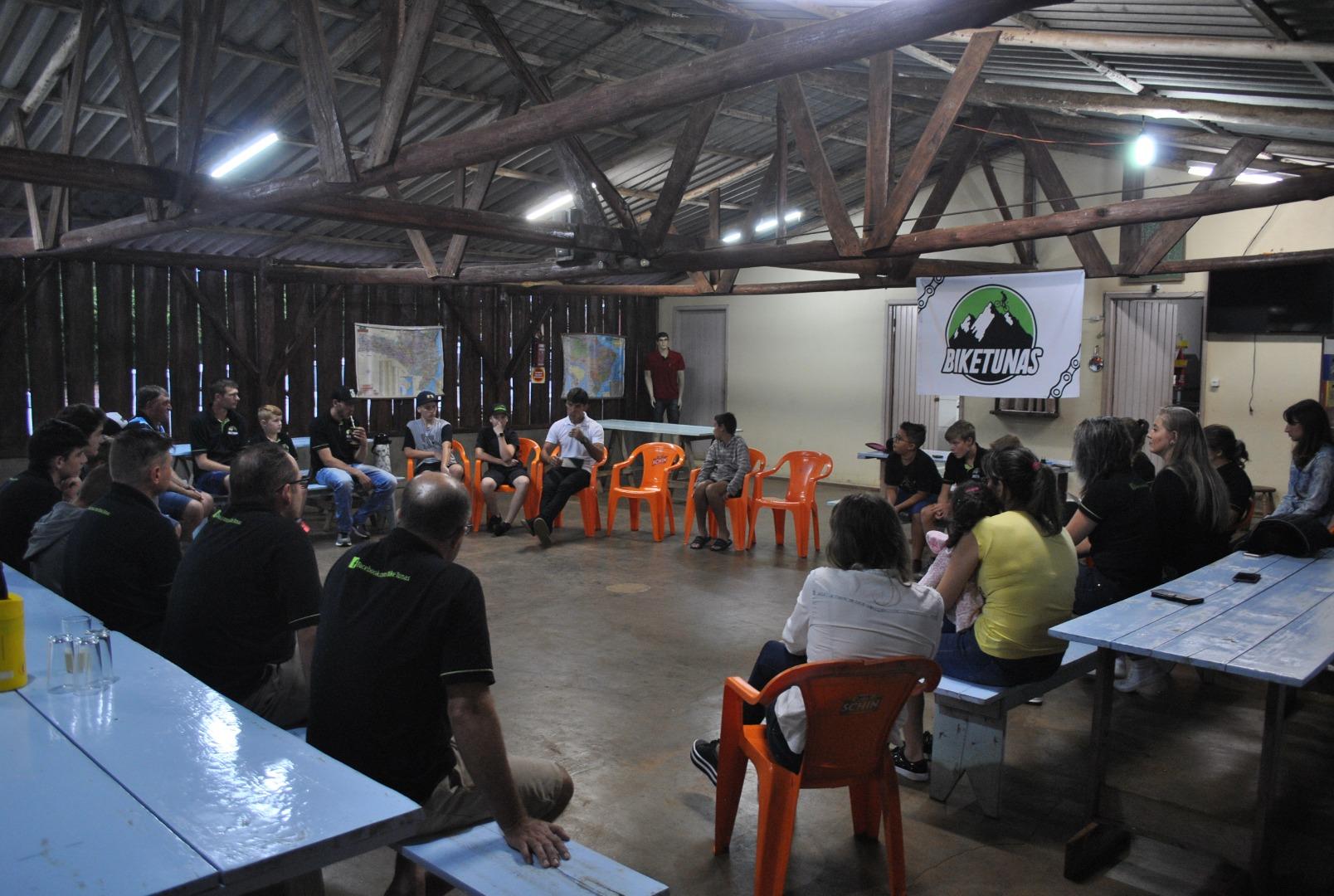 Grupo Bike Tunas promove encontro sobre alimentação correta e segurança sobre duas rodas