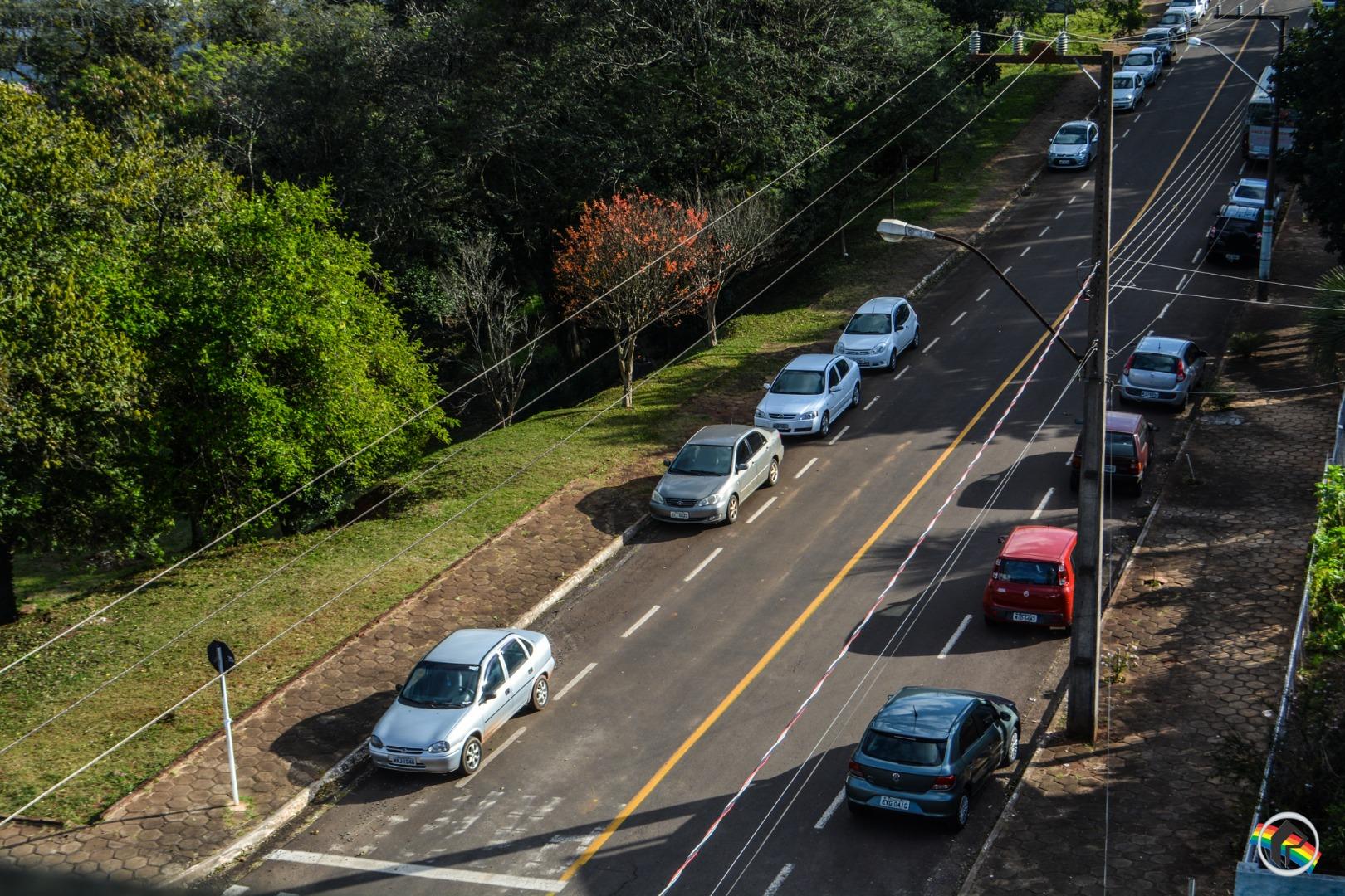 Para não pagar rotativo, motoristas estacionam fora da Zona Azul