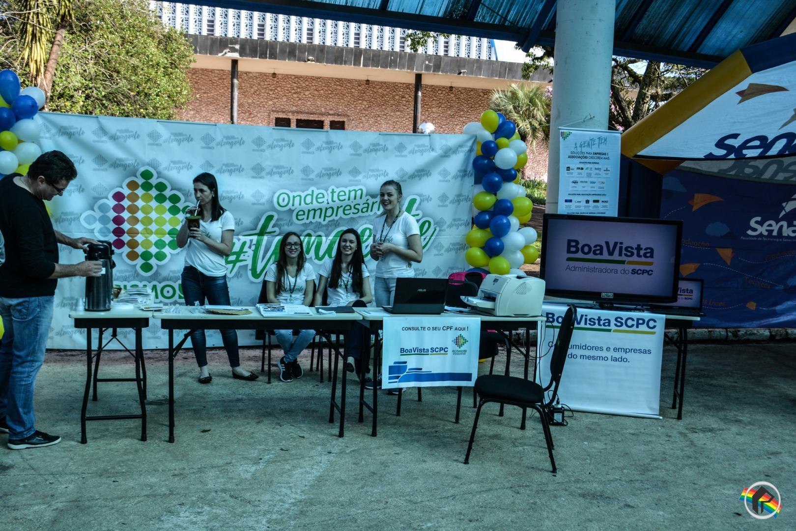 Dia C de Cooperar leva muitas pessoas à praça Walnir Bottaro Daniel