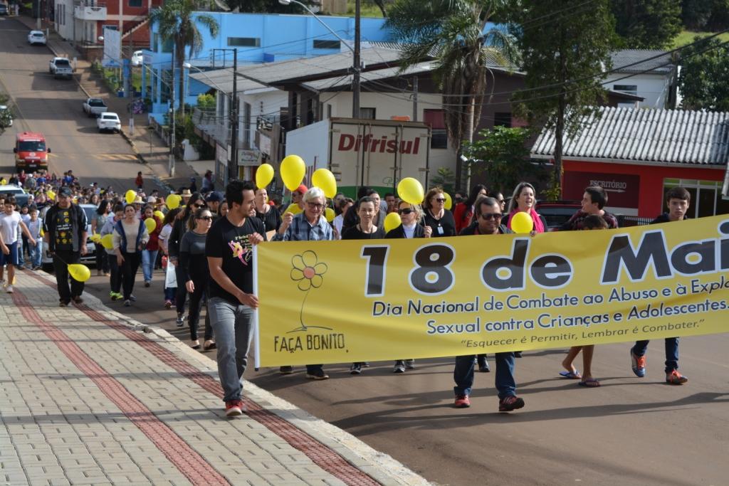 Caminhada marca Dia Nacional de Combate ao Abuso Sexual