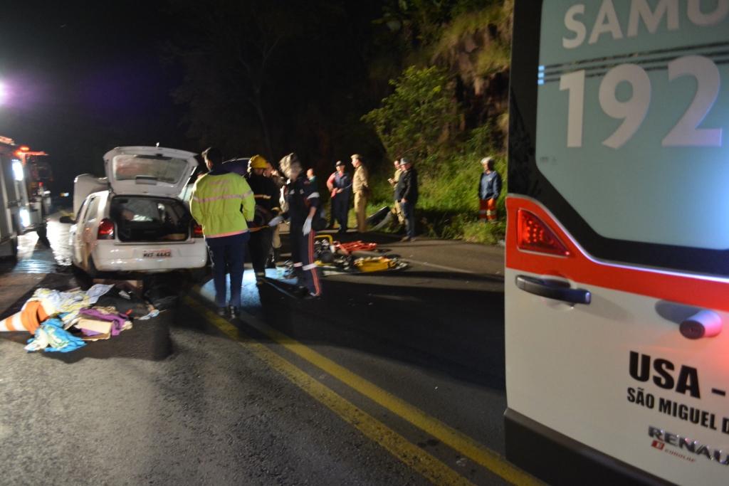 Três pessoas ficam gravemente feridas em colisão frontal na BR 282