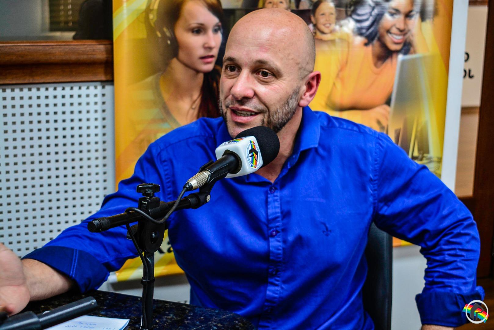 Professor Douglas apresenta empresa que agencia atletas