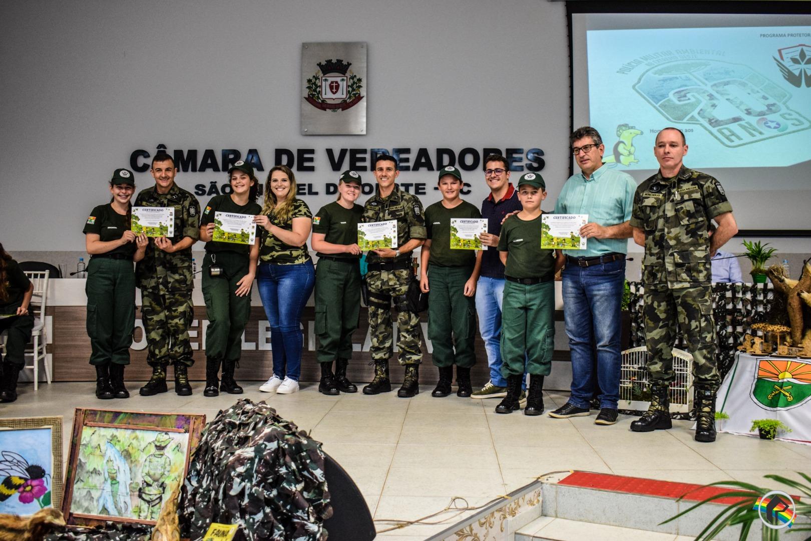 FOTOS: Programa Protetor Ambiental forma 27 alunos