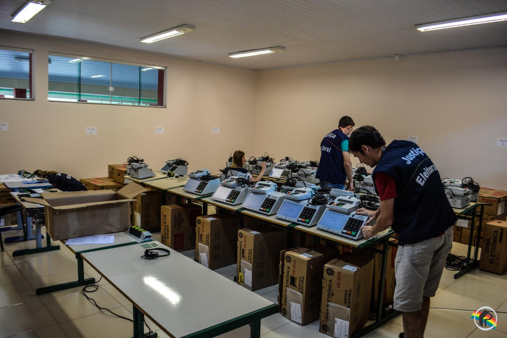 VÍDEO: Eleitores realizam votação para testar urnas no município