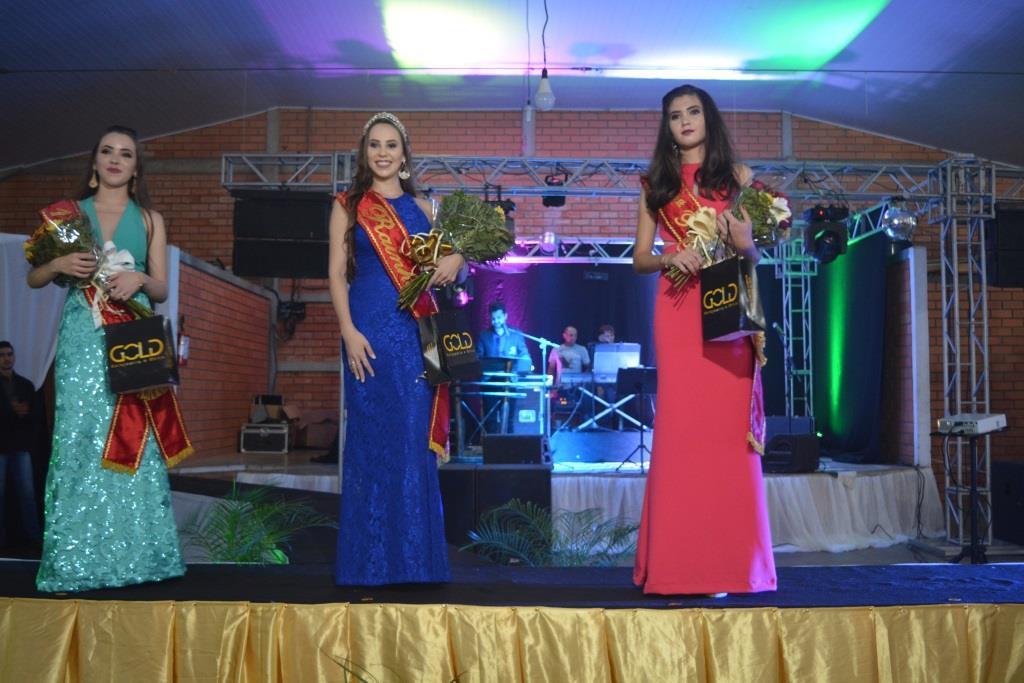 Saltinho escolhe soberanas do município