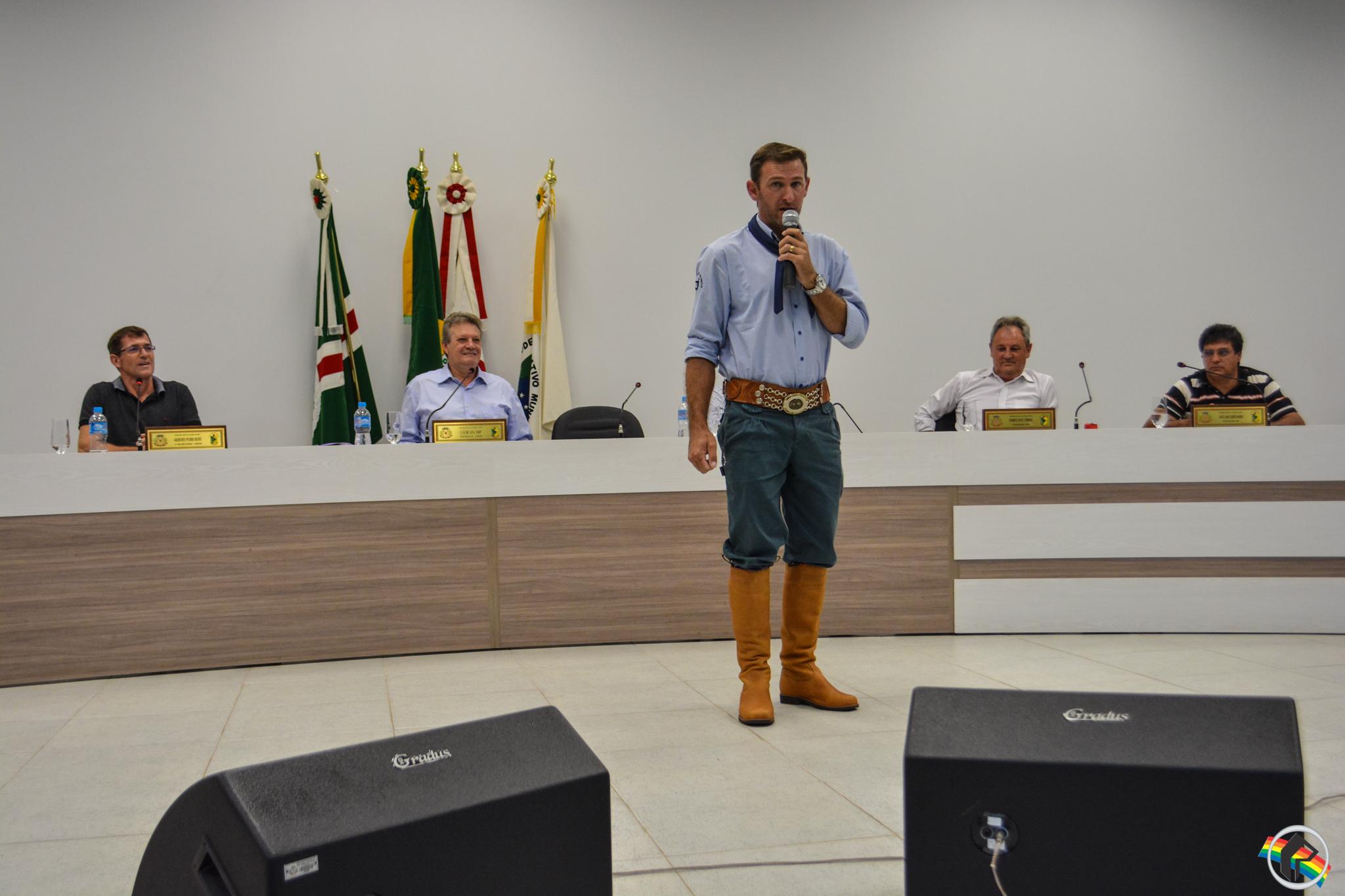 Vereadores parabenizam os organizadores do 20º São Miguel Tchê