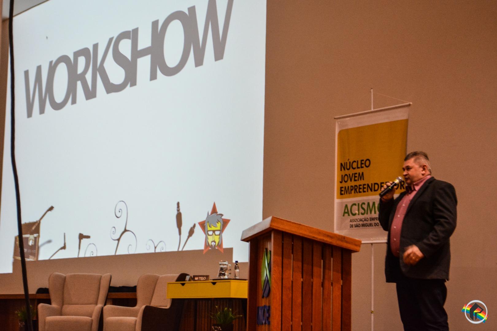 Mais de 600 pessoas participam de palestra com Thedy Corrêa