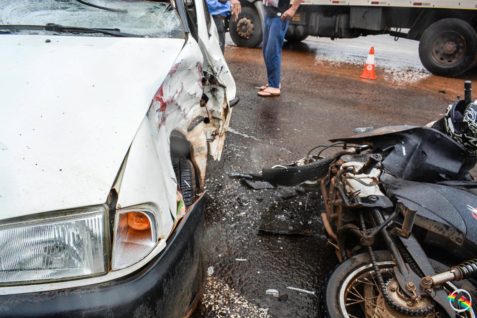 VÍDEO: Motociclista sofre ferimentos graves em colisão entre carro e moto na Willy Barth