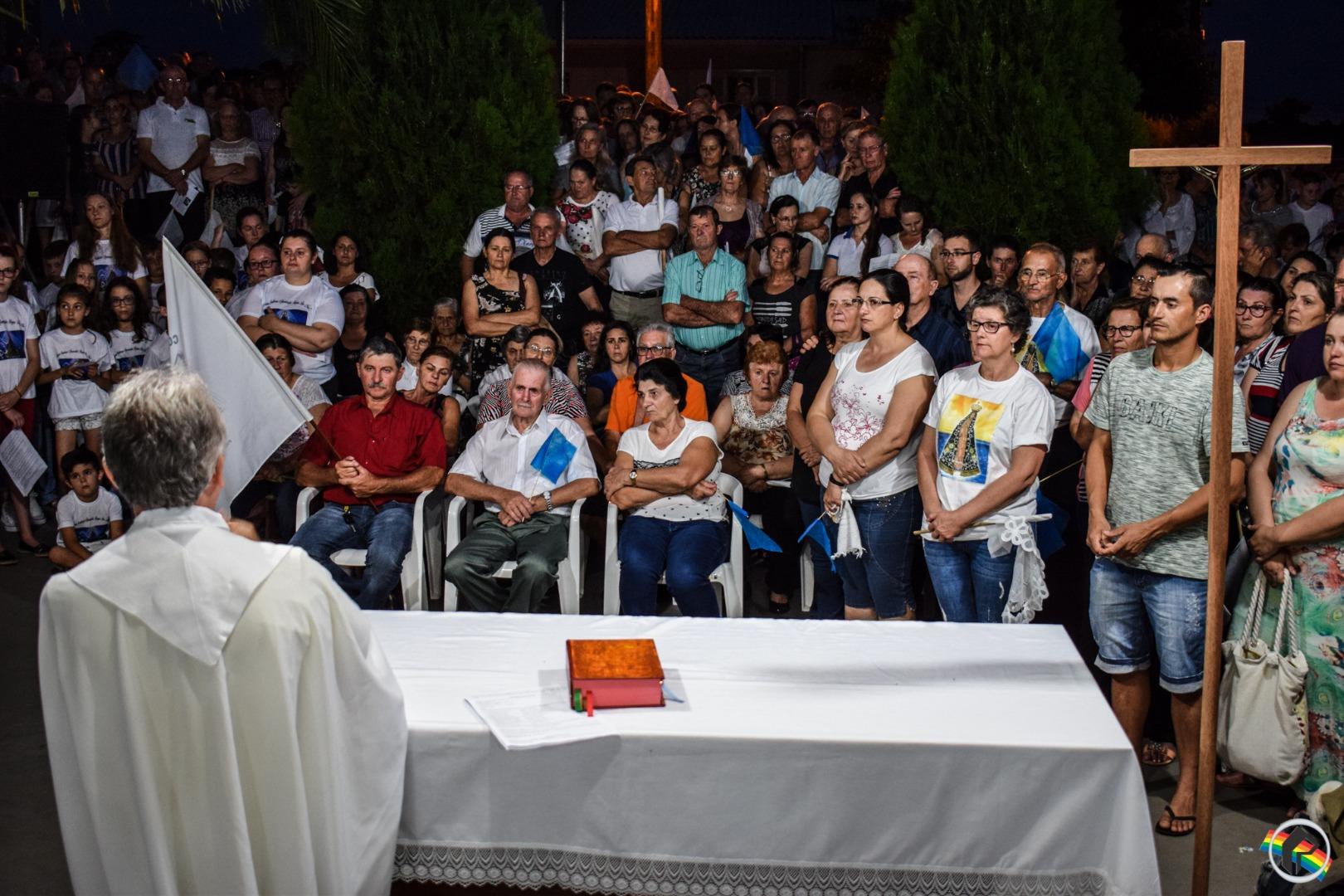 Imagem de Nossa Senhora Aparecida é recebida por fiéis