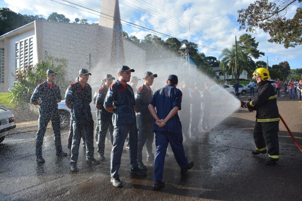 19 alunos se formam bombeiros comunitários