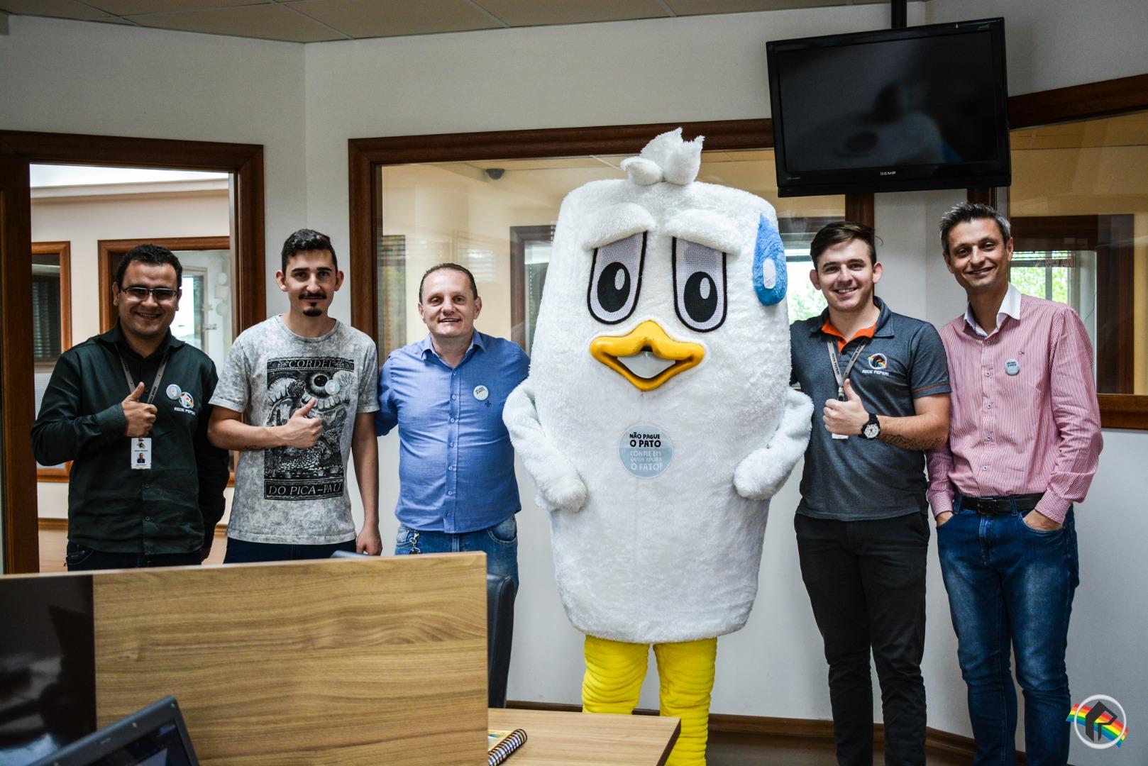 VÍDEO: Mascote Fakelino da ACAERT visita a Rede Peperi