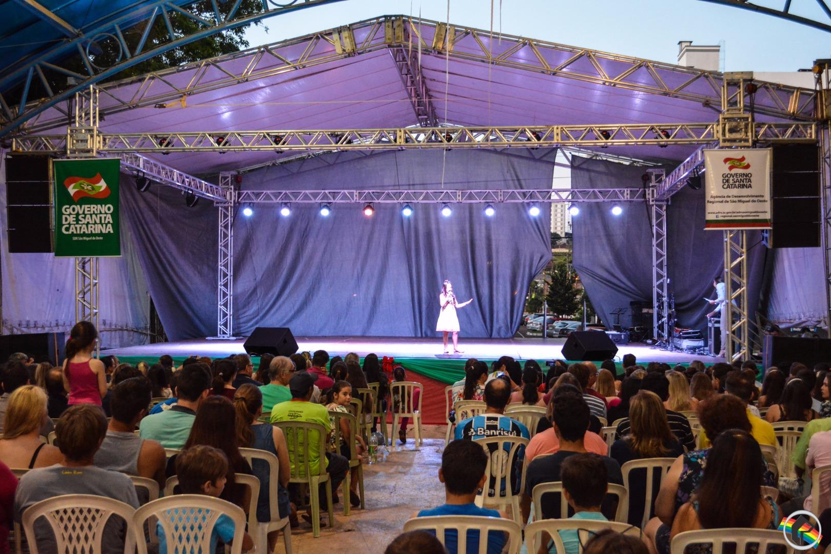 Especial Noite Regional leva dezenas de pessoas até a praça Walnir Bottaro Daniel