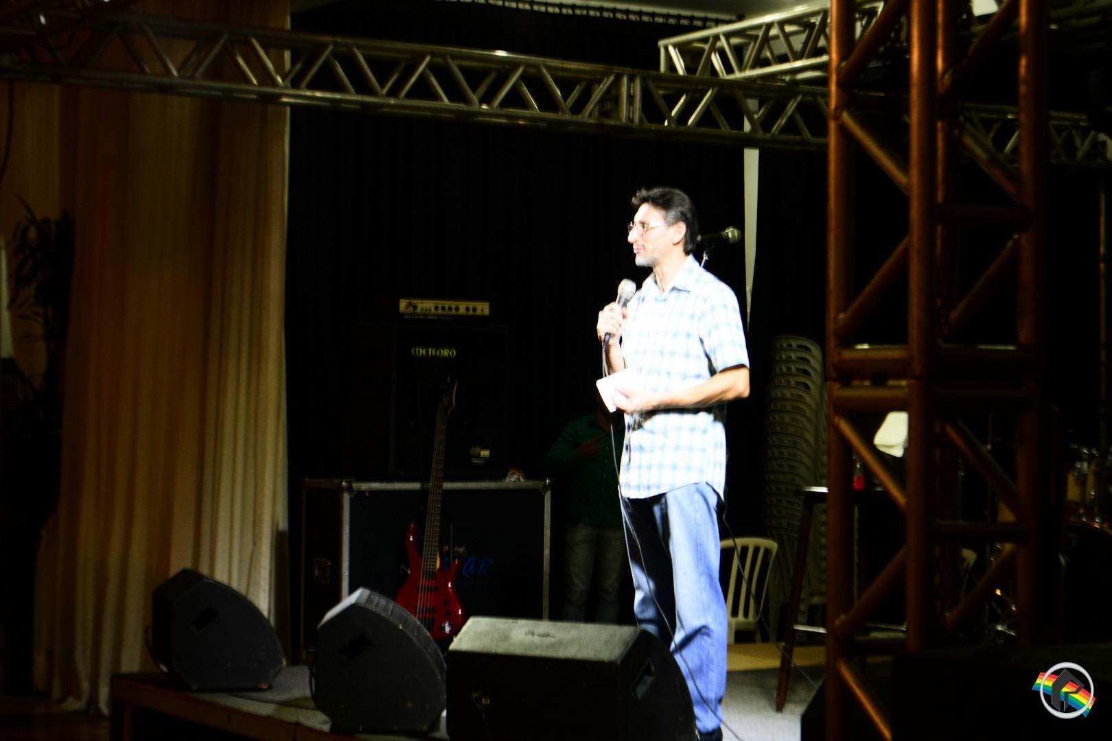 Apresentação de Chris Durán lota o Clube Comercial
