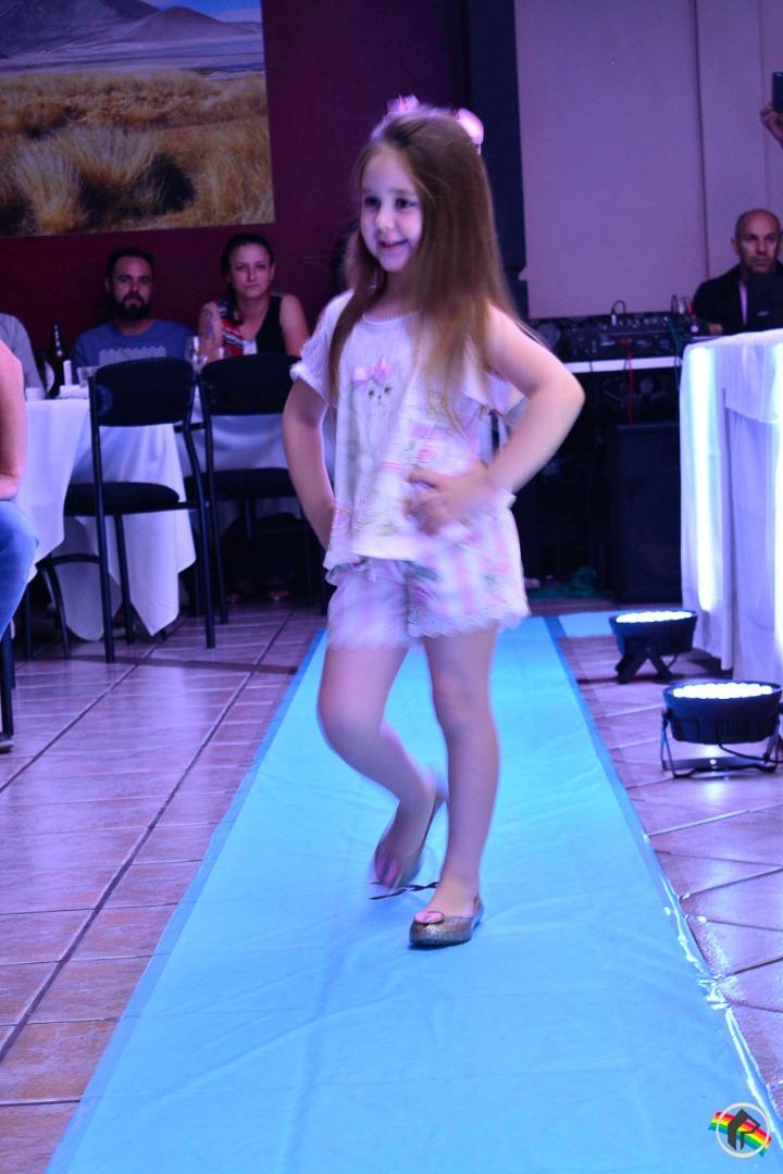 Yellow realiza desfile das novas tendências em roupas infantis
