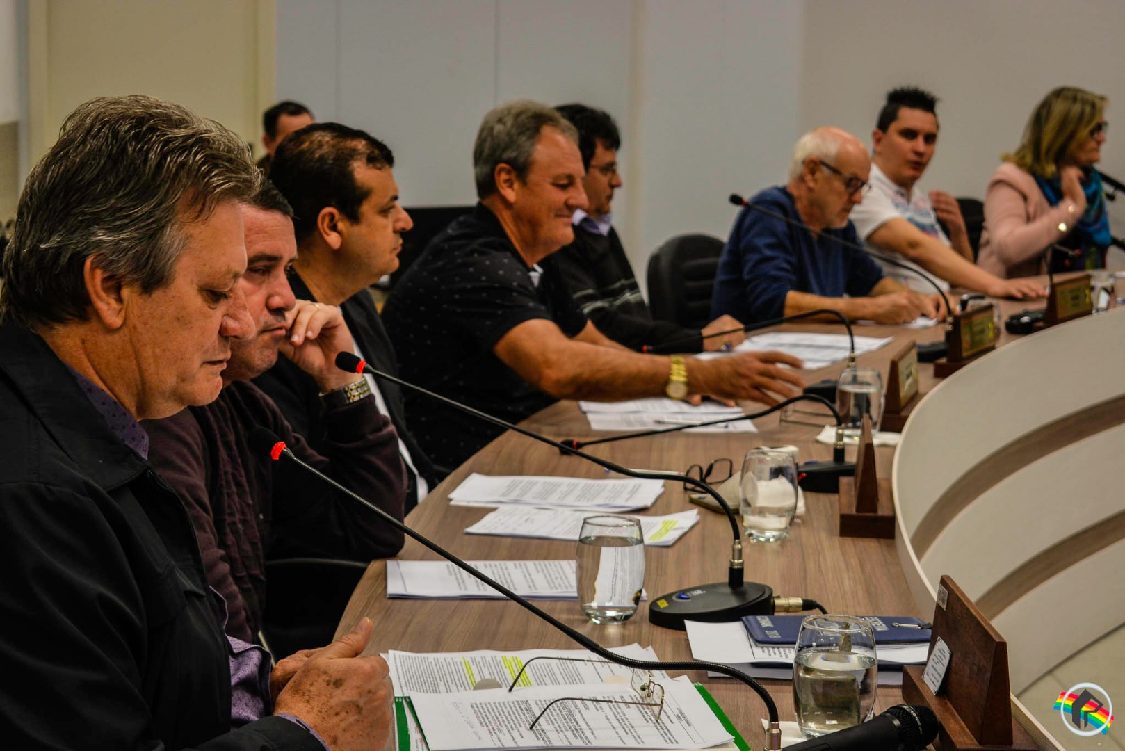 Chefe da Casan participa de sessão, tira dúvidas de vereadores e apresenta ações