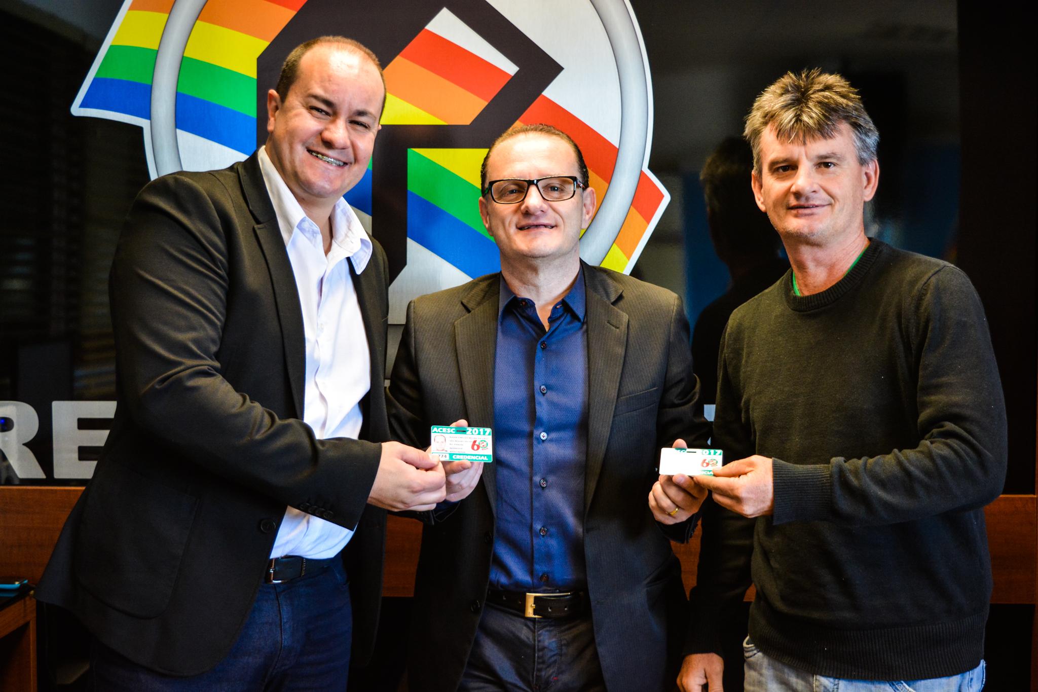 Equipe da Peperi recebe credenciais para transmissões de campeonatos nacionais