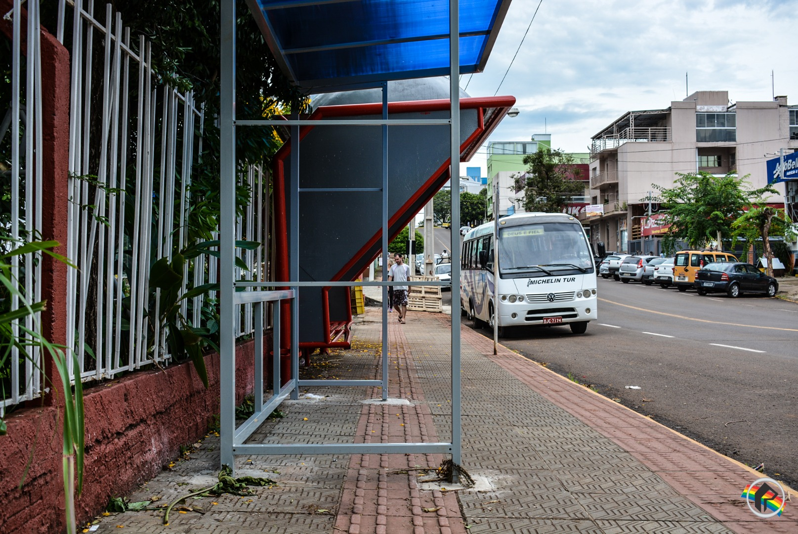 Prefeitura começa a instalação dos novos pontos de ônibus