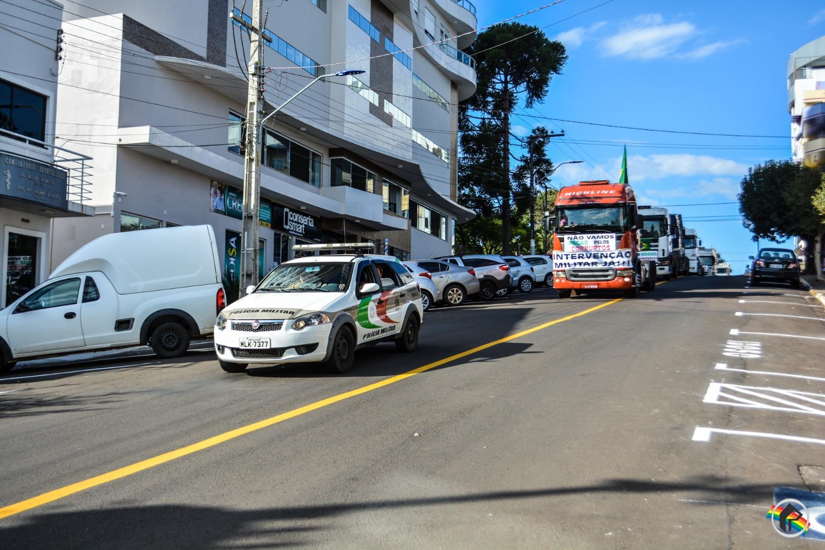 VÍDEO: CDL e caminhoneiros realizam passeata/carreata pela cidade