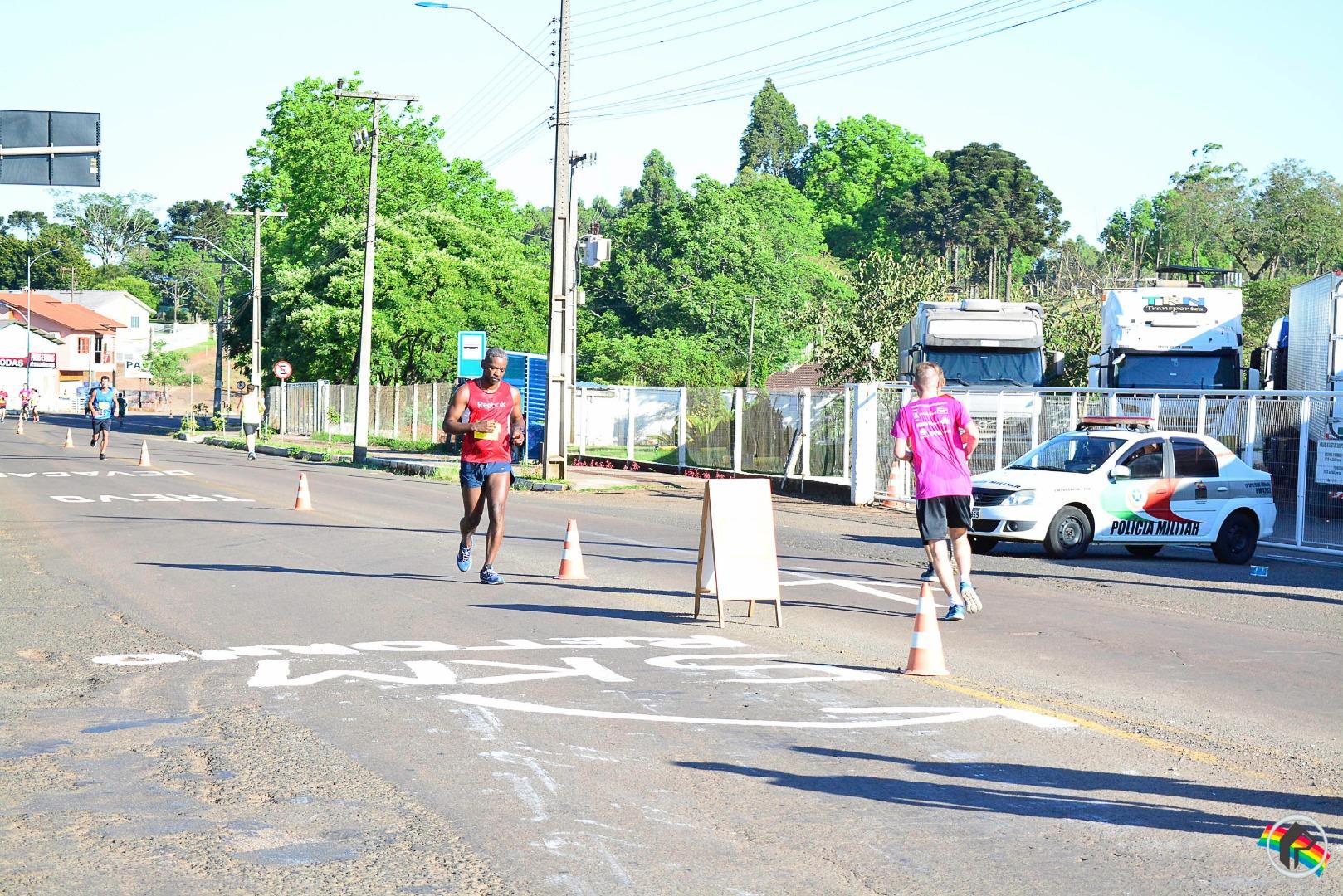Centenas de atletas participam da etapa de SMOeste do Circuito de Corridas Unimed
