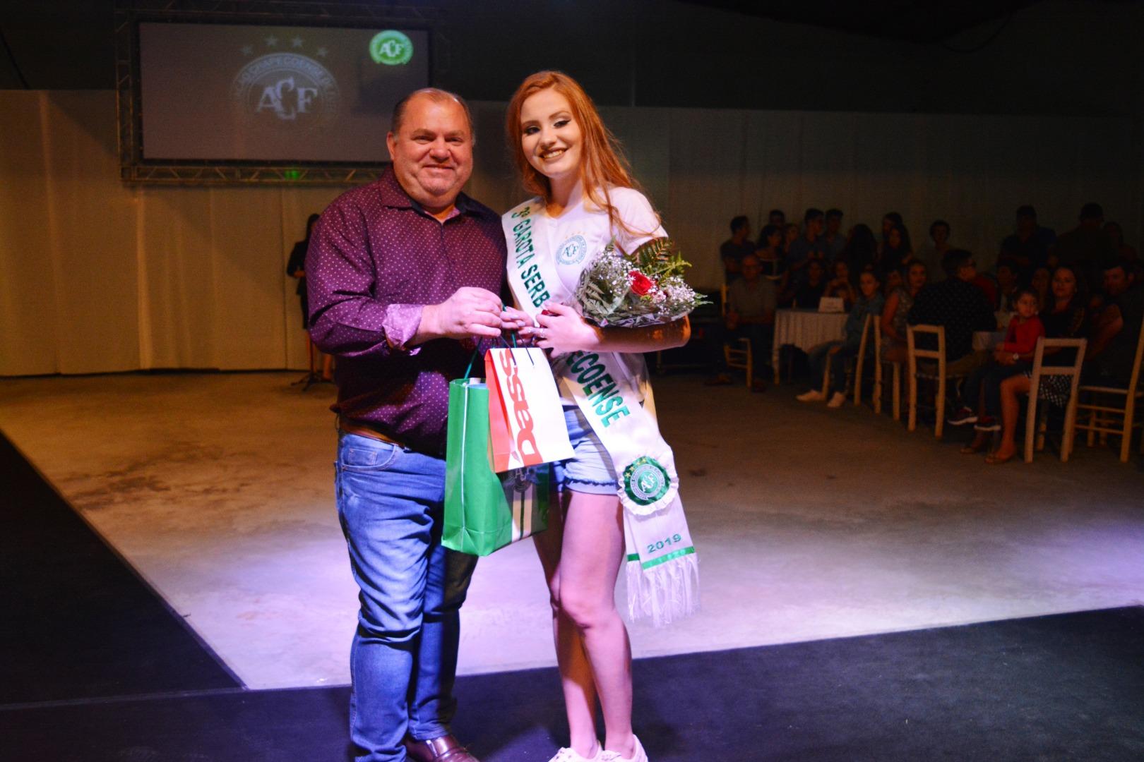 Desfile define Garota Serb Chapecoense em Campo Erê
