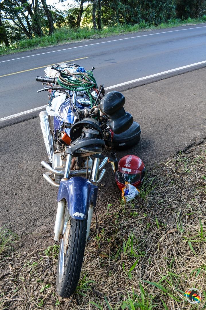 Idoso fica ferido ao cair de moto na BR-282