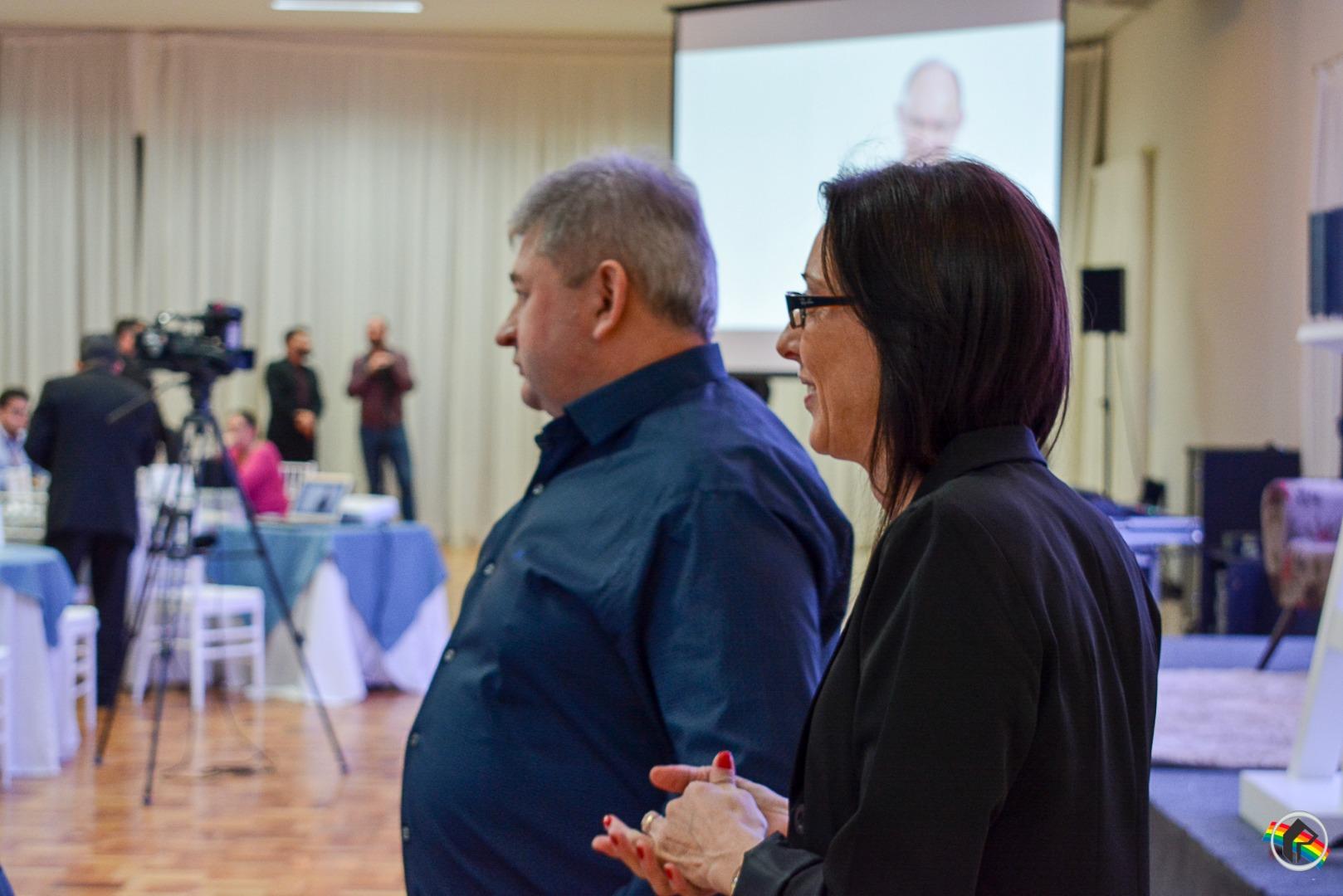 Presidente da Cooperalfa ministra palestra para empresários da Acismo
