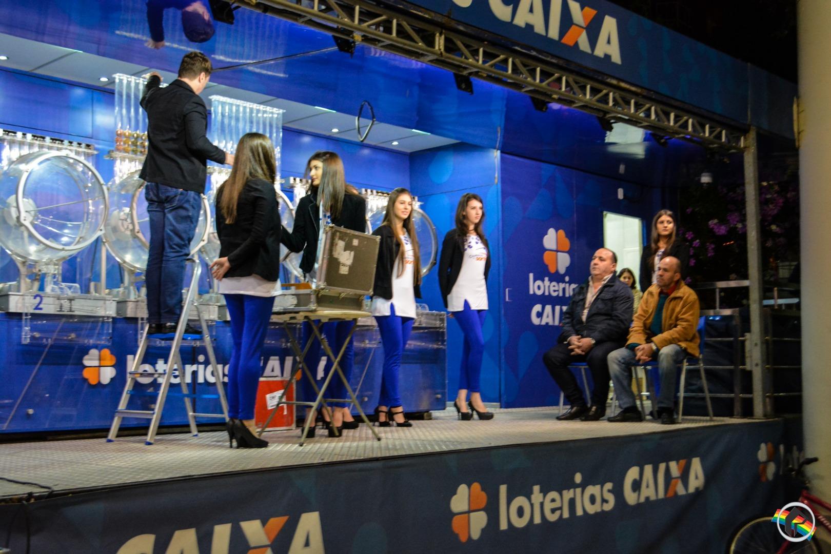 VÍDEO: Lotofácil e Mega-Sena são sorteadas em São Miguel do Oeste