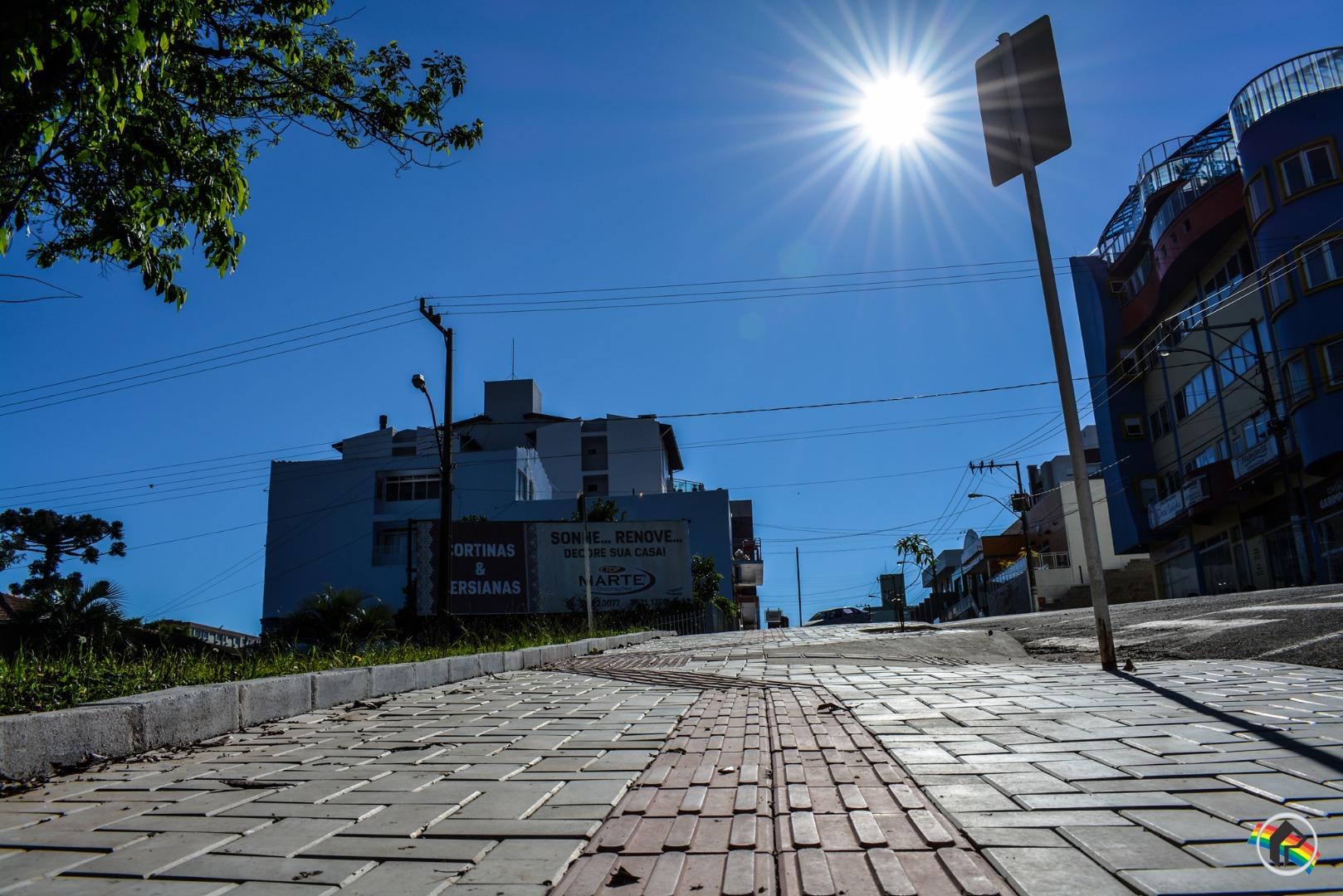 Vereador diz que lei não obriga morador a fazer calçadas padrão
