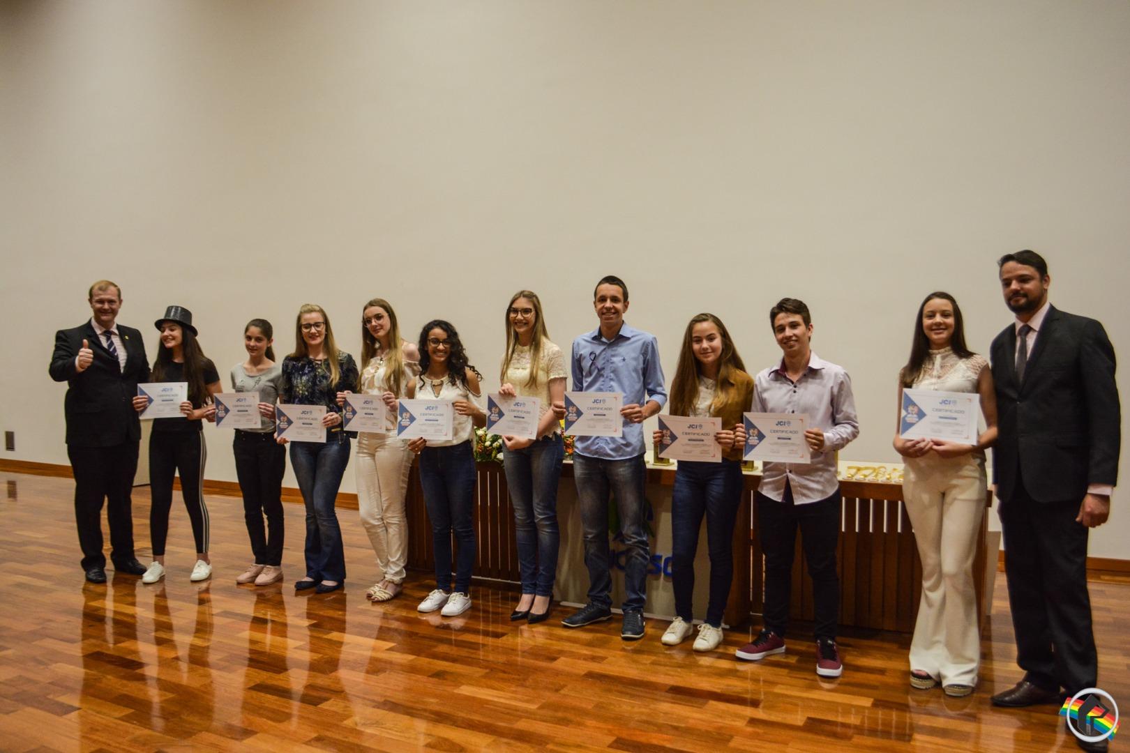 FOTOS: Concurso de Oratória nas Escolas da JCI recebe um bom público