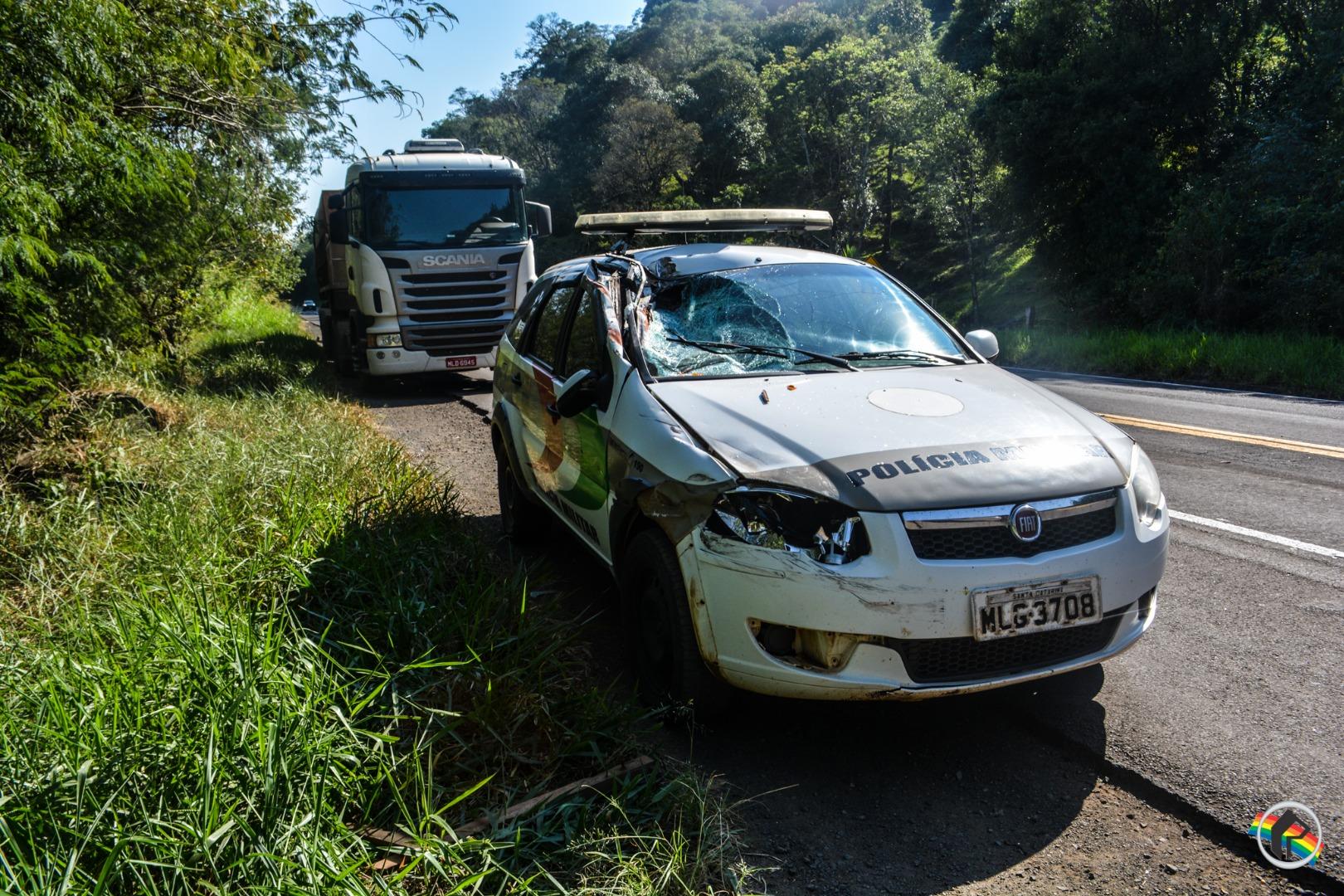 Viatura da PM se envolve em acidente na BR-282