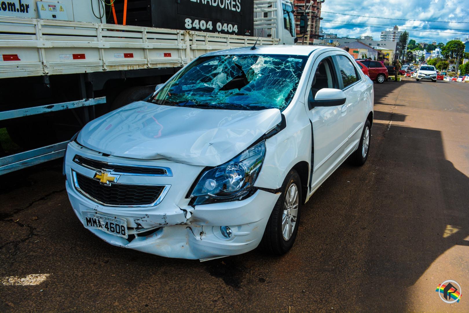 Colisão deixa duas pessoas feridas no centro de São Miguel do Oeste