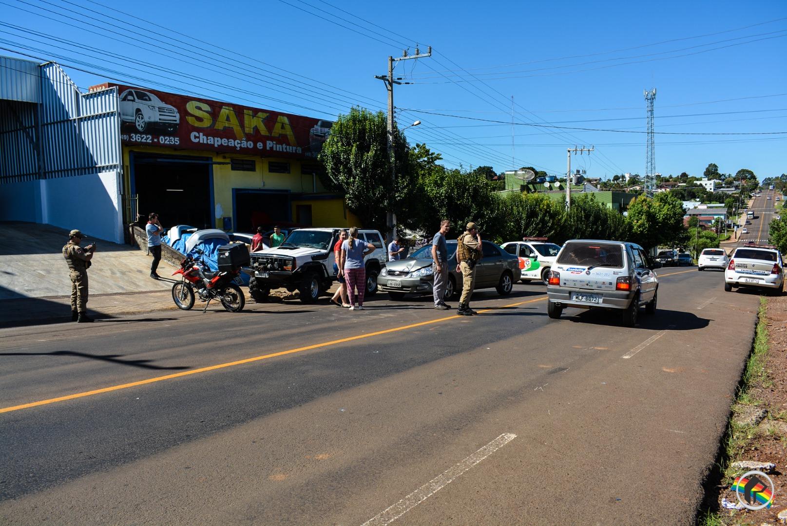 VÍDEO: Colisão frontal deixa motociclista ferido