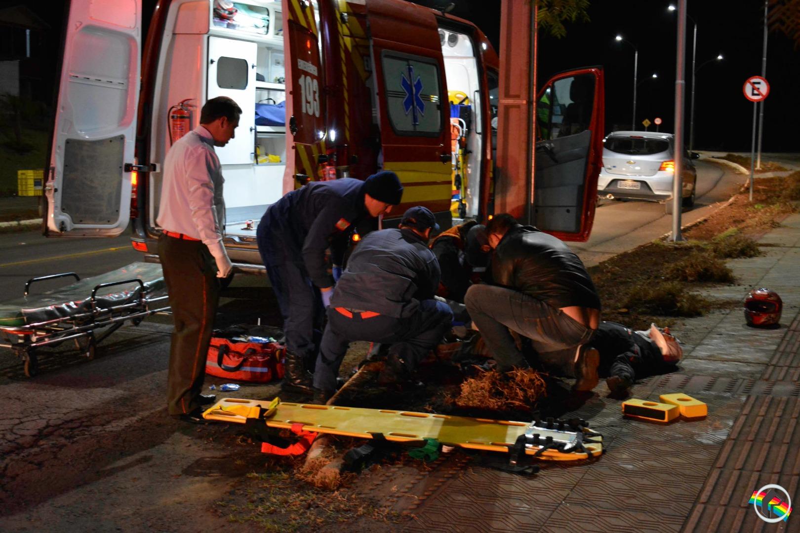 Motociclista fica gravemente ferido após colisão com carro em São Miguel do Oeste